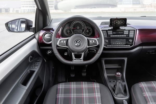 Интерьер небольшого Volkswagen UP GTI
