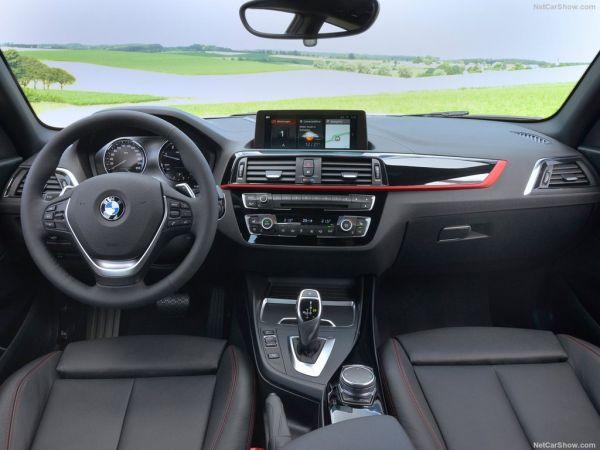 BMW 1-Series 3-door 2018, руль и панель управления