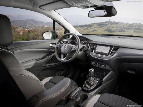 Opel Crossland X 2018, руль и панель управления