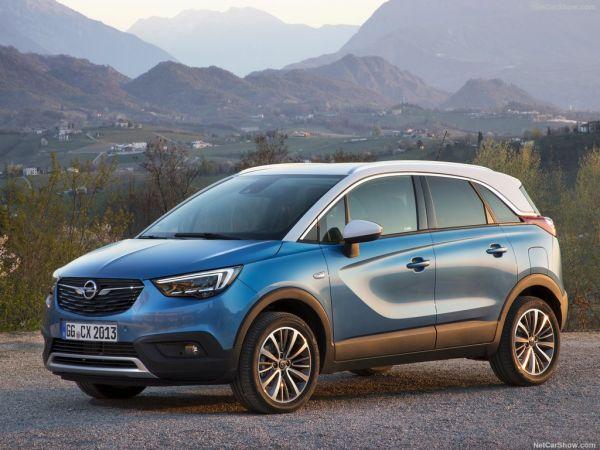 Opel Crossland X 2018, вид спереди и сбоку слева