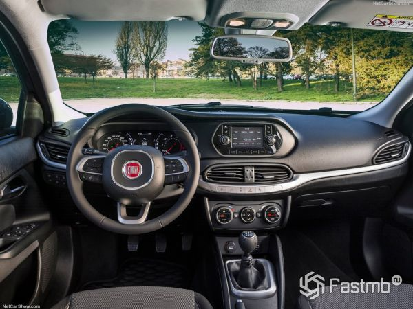 Fiat Tipo 2016-2017, руль и панель управления