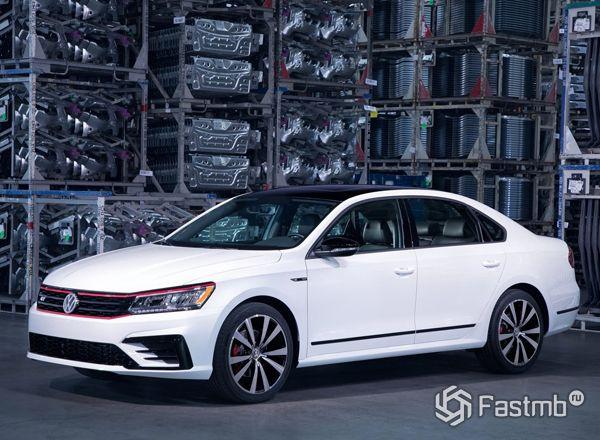Volkswagen Passat GT 2018, вид сбоку