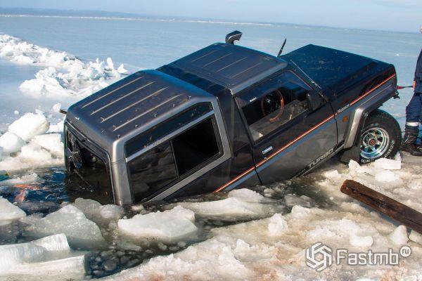 Спасение пассижров из тонущего автомобиля