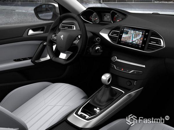 Peugeot 308 2018, руль и панель управления