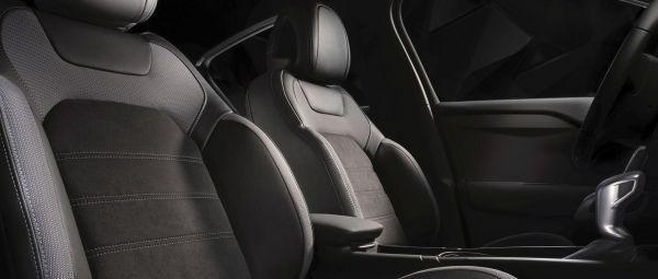 Передние сиденья кроссовера DS 4 Crossback 2018