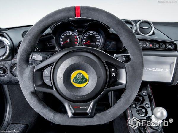 Лотус Эвора GT430 2018 года, руль и панель управления