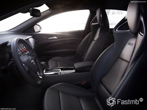 Opel Insignia GSi 2018, руль, передние сидения