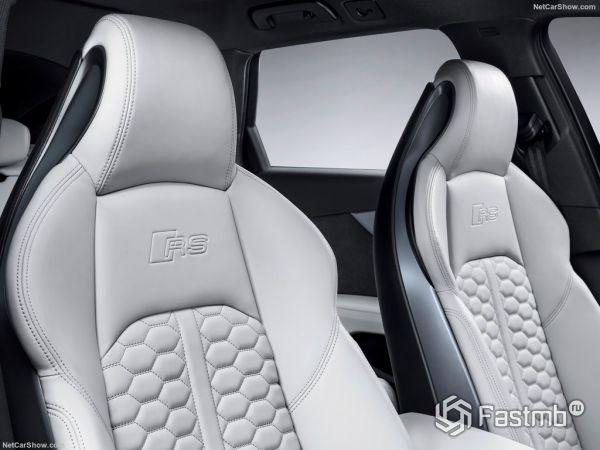 Ауди RS4 Авант 2018 года, передние сидения