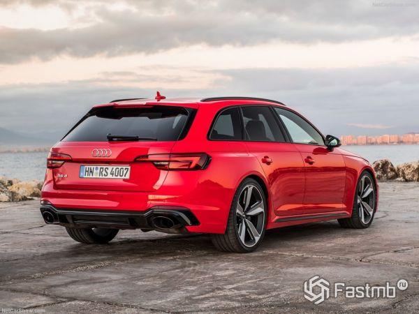 Audi RS4 Avant 2018, вид сзади и сбоку справа