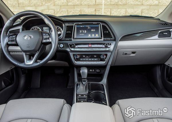 Передняя панель седана Hyundai Sonata 2018
