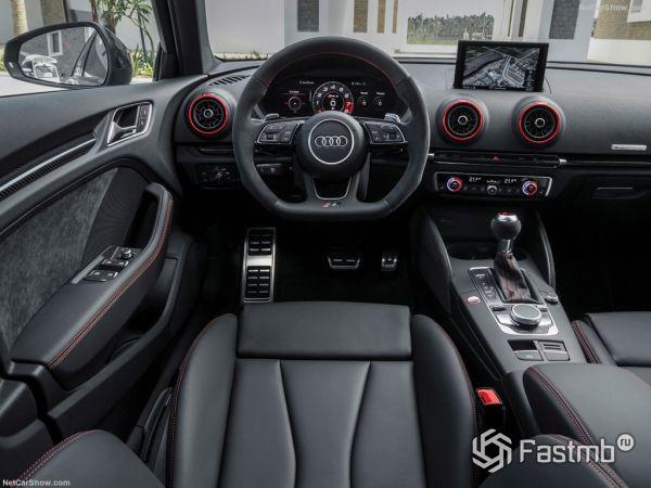 Audi RS3 Sportback 2018, руль и панель управления