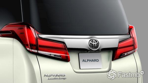 Новые задние стопы минивэна Toyota Alphard 2019