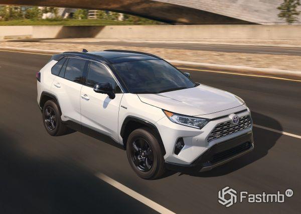 Передняя оптика и решетка радиатора Toyota RAV4 2019