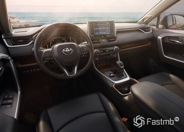 Интерьер кроссовера Toyota RAV4 2019