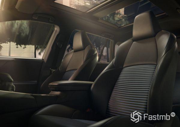 Боковая поддержка передних сидений