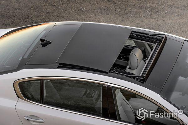 Панорамная крыша седана Kia Quoris 2019