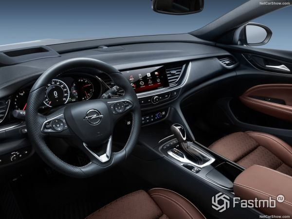 Opel Insignia Country Tourer 2018, руль и панель управления