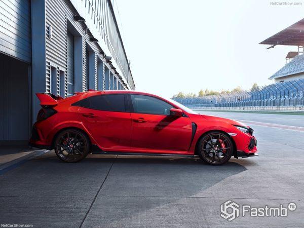 Хонда Цивик Type R 2018 года, вид сбоку справа