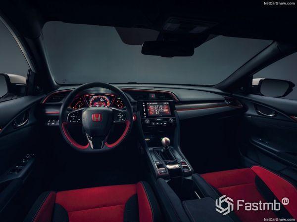 Хонда Цивик Type R 2018 года, руль и панель управления
