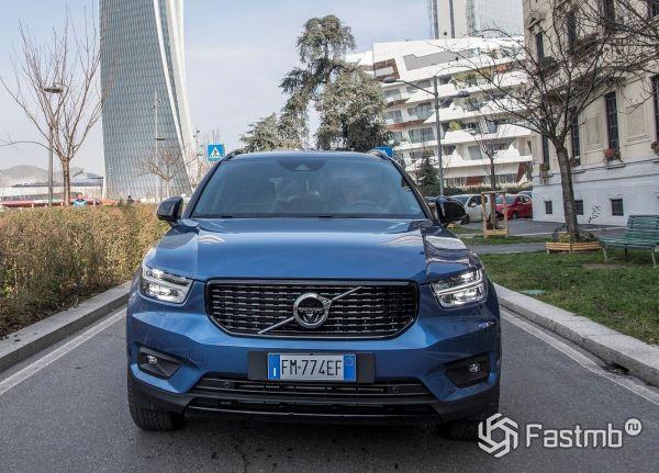 Volvo XC40 2018-2019, вид спереди
