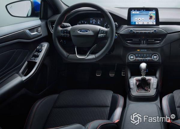 Интерьер нового Ford Focus ST-Line 2019