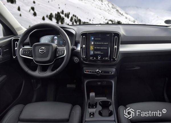 Передняя панель Volvo XC40 2018