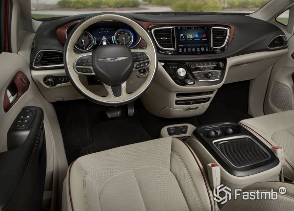 Интерьер Chrysler Pacifica 2017