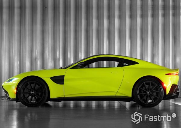 Aston Martin Vantage Lime Essence 2019, вид сбоку