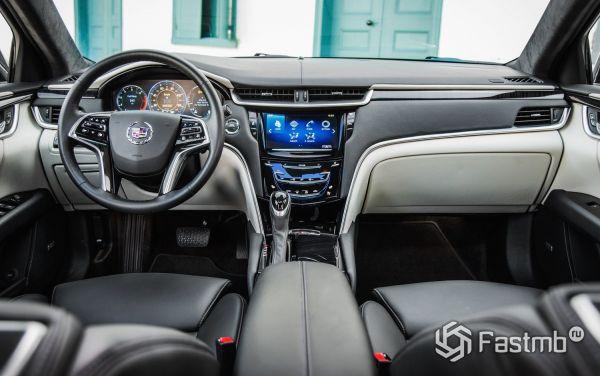 Передняя панель и мультимедийка нового Cadillac XTS 2018