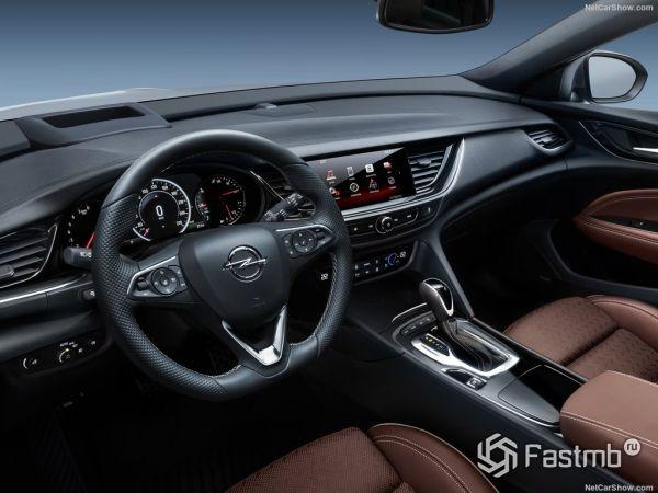 Opel Insignia Sports Tourer 2018: характеристики, цена, фото и видео-обзор