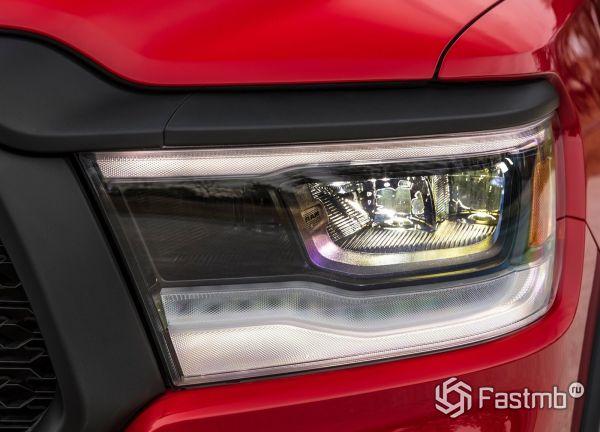 LED ходовые огни пикапа