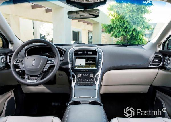 Передняя панель Lincoln Nautilus 2019