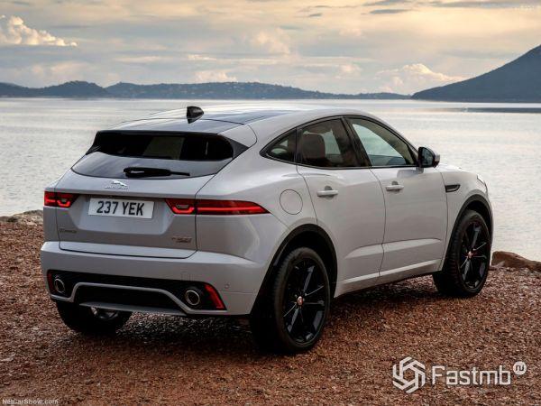 Jaguar E-Pace 2018, вид сзади и сбоку справа