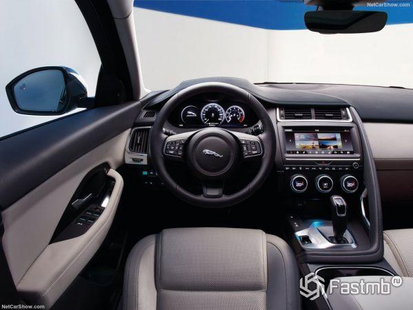 Ягуар E-Pace 2018 2018 года, руль и панель управления
