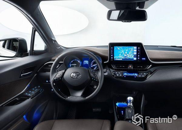Интерьер Toyota C-HR 2017