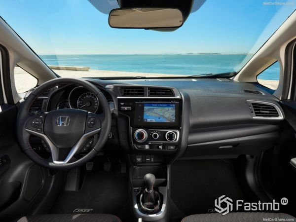 Honda Jazz 2018, руль и панель управления