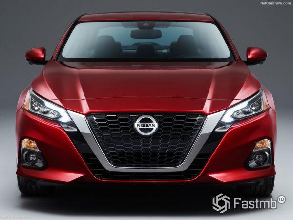 Nissan Altima 2019, вид спереди