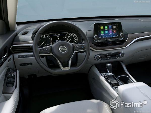 Nissan Altima 2019, руль и панель управления