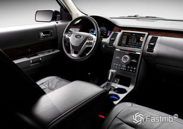 Интерьер кроссовера Ford Flex 2018