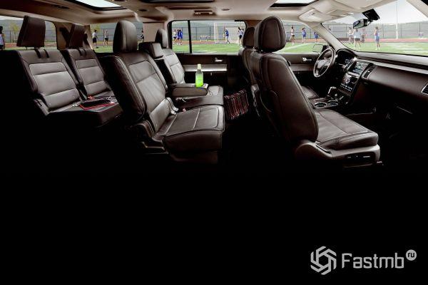 Три ряда сидений кроссовера Ford Flex 2019