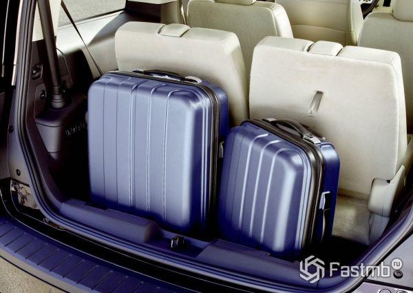 Багажное отделение с третим рядом сидений