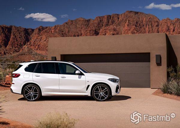BMW X5 2019, вид сбоку