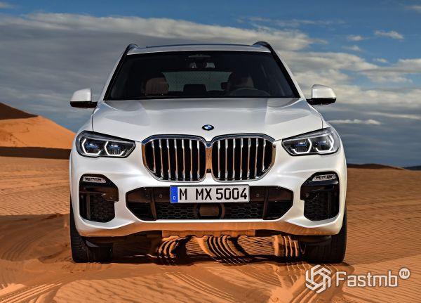 Передняя часть нового BMW X5 2019