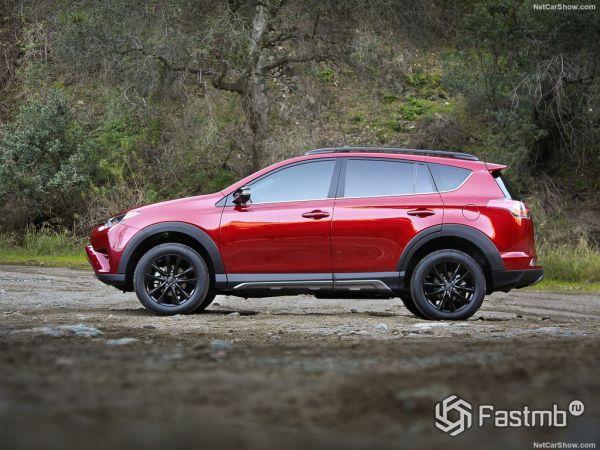 Toyota RAV4 Adventure 2018, вид сбоку слева