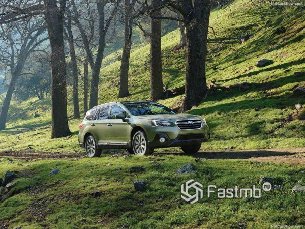 Subaru Outback 2018, вид спереди и сбоку справа