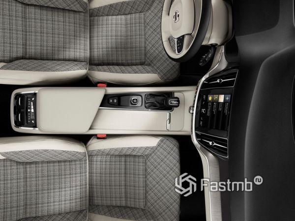 Центральный тоннель универсала Volvo V60 2019