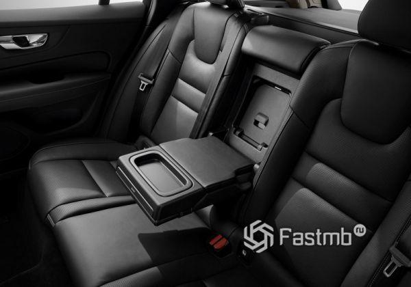 Второй ряд сидений Volvo V60 2018