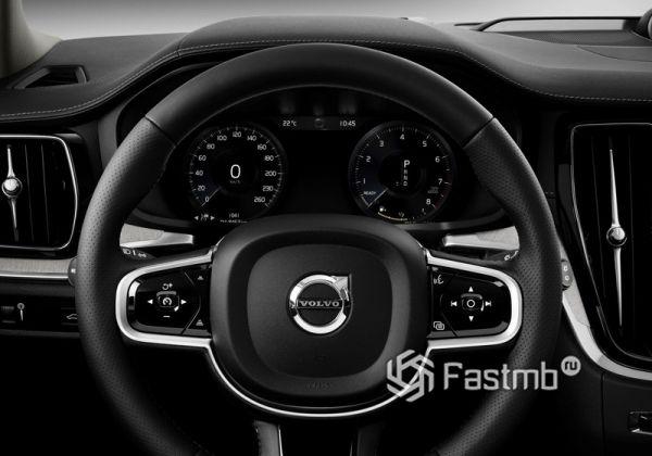 Панель приборов и рулевое колесо