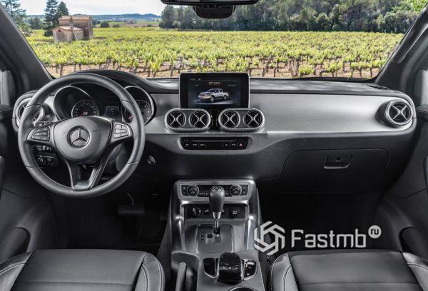 Интерьер Mercedes-Benz X-Class 2019