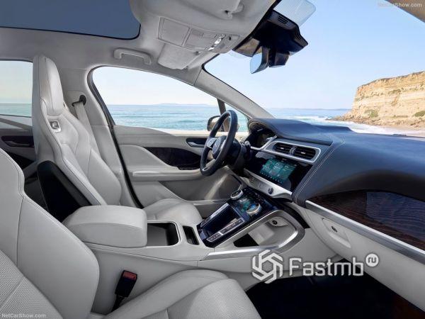 Jaguar I-Pace 2019, передние сидения